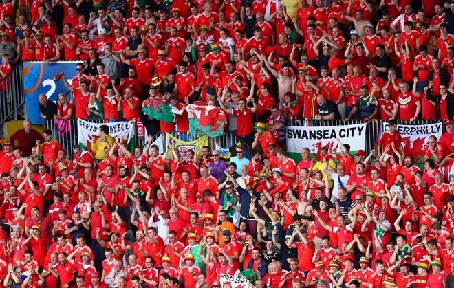 Thang Wales 2-1 phut bu gio, Anh doc chiem ngoi dau hinh anh 31