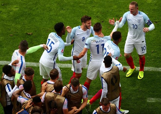 Thang Wales 2-1 phut bu gio, Anh doc chiem ngoi dau hinh anh 35