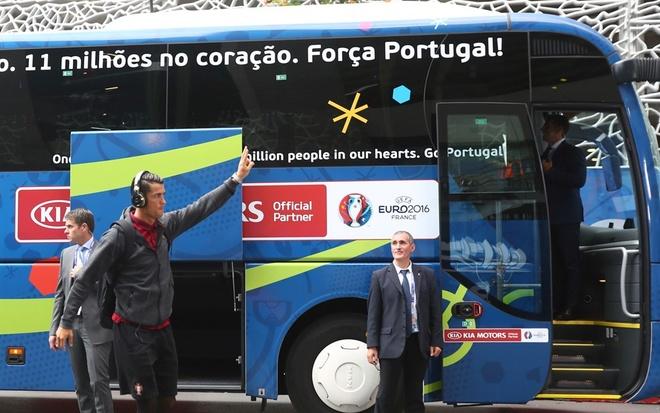 Bo Dao Nha vs Ao (0-0): Ronaldo da hong phat den hinh anh 6