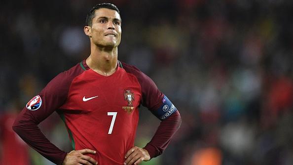 Bo Dao Nha vs Ao (0-0): Ronaldo da hong phat den hinh anh
