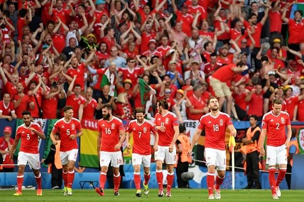 Bale toa sang, Xu Wales vuot Anh len dau bang hinh anh 18