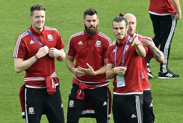 Bale toa sang, Xu Wales vuot Anh len dau bang hinh anh 11