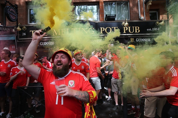Bale toa sang, Xu Wales vuot Anh len dau bang hinh anh 9