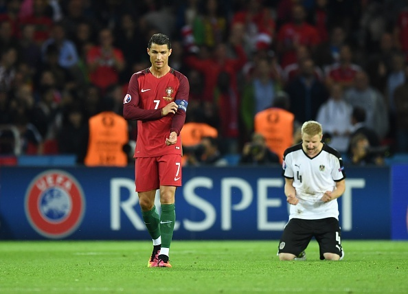Ronaldo lap cu dup, Bo Dao Nha gianh ve knock-out kich tinh hinh anh 2