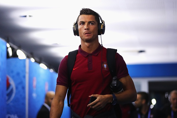 Ronaldo lap cu dup, Bo Dao Nha gianh ve knock-out kich tinh hinh anh 9