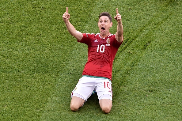 Ronaldo lap cu dup, Bo Dao Nha gianh ve knock-out kich tinh hinh anh 15