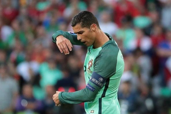 Ronaldo cung Bo Dao Nha vao tu ket nho ban thang vang hinh anh 17