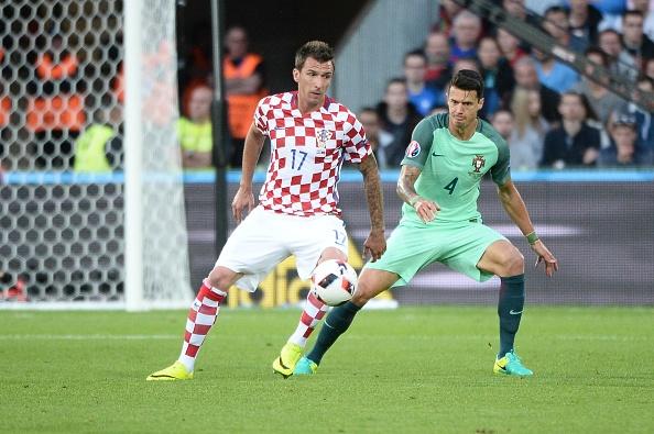 Ronaldo cung Bo Dao Nha vao tu ket nho ban thang vang hinh anh 19