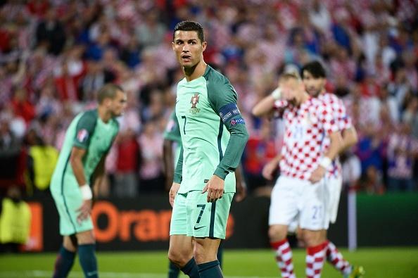 Ronaldo cung Bo Dao Nha vao tu ket nho ban thang vang hinh anh 22