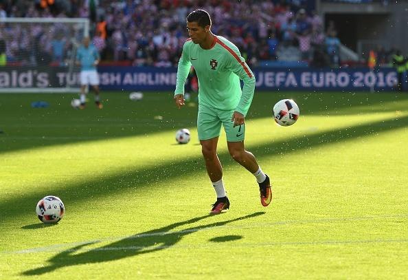 Ronaldo cung Bo Dao Nha vao tu ket nho ban thang vang hinh anh 7