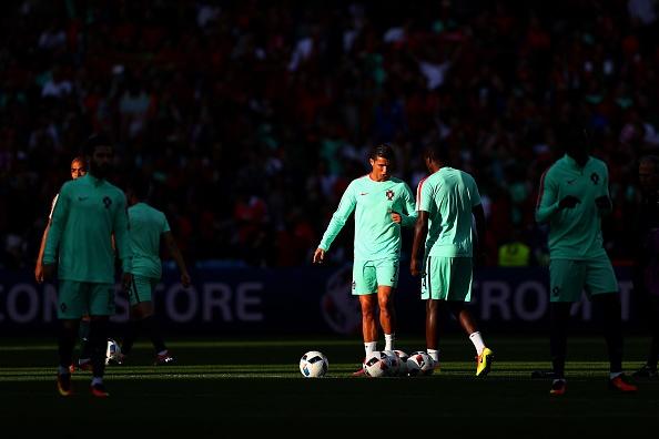 Ronaldo cung Bo Dao Nha vao tu ket nho ban thang vang hinh anh 8