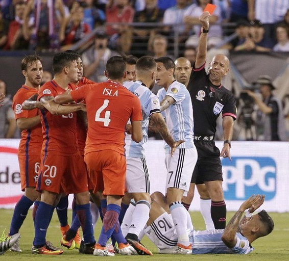 Messi sut hong luan luu, Argentina lai om han truoc Chile hinh anh 17