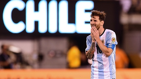 Messi sut hong luan luu, Argentina lai om han truoc Chile hinh anh