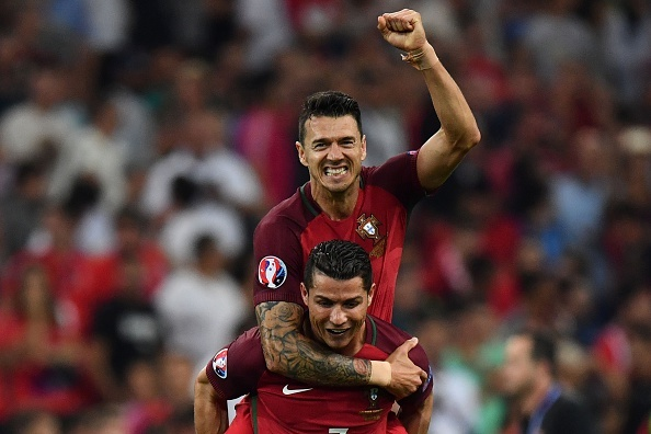 Ronaldo va dong doi vo oa sau tam ve vao ban ket hinh anh