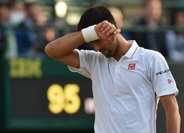 Djokovic thua 2 set, doi mat nguy co bi loai som o Wimbledon hinh anh