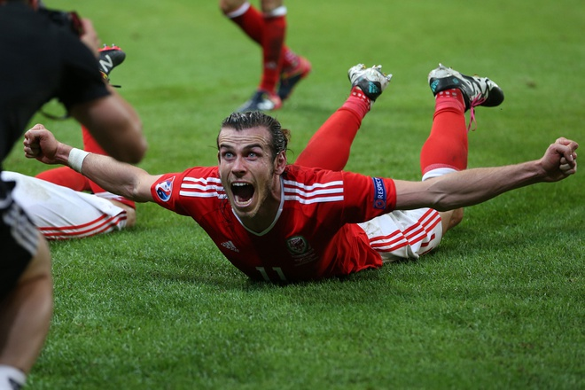 Bale va dong doi truot co mung ky tich nguoc dong hinh anh