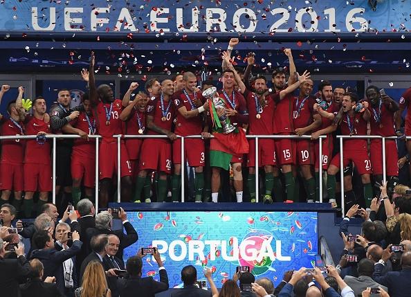 Bo Dao Nha vo dich Euro du Ronaldo roi san som hinh anh 1