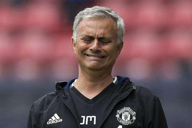 Mourinho cang thang trong tran ra mat MU hinh anh