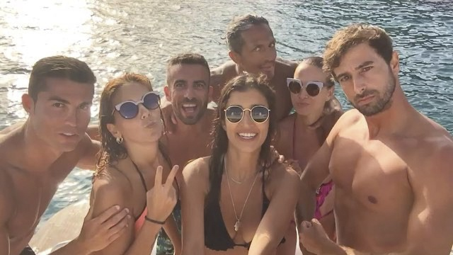Ronaldo sam vai thuyen truong tren du thuyen sang trong hinh anh 5