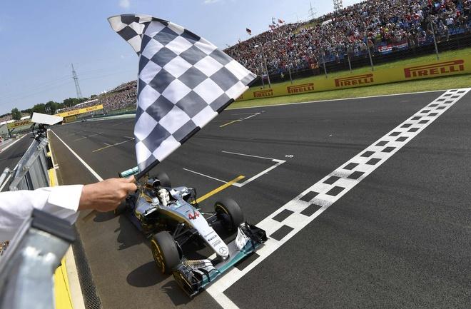 Vo dich Hungarian GP, Hamilton vuot Rosberg tren BXH tong hinh anh 6