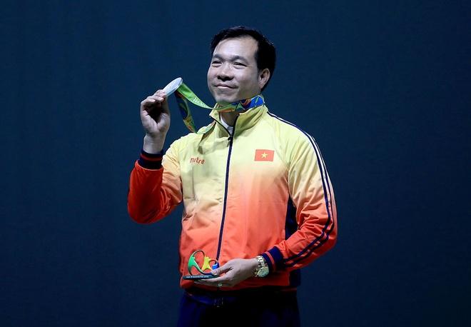 Hoang Xuan Vinh gianh them tam HCB Olympic hinh anh