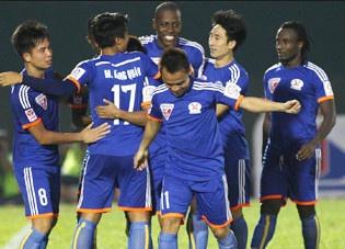 Thang HAGL 3-1, Than Quang Ninh vuon len chiem ngoi dau hinh anh