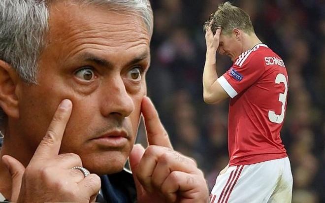 Mourinho noi gian vi Schweinsteiger khong chiu roi MU hinh anh