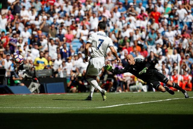 Ronaldo khai nong ngay tro lai, Real thang dam 5-2 hinh anh 10