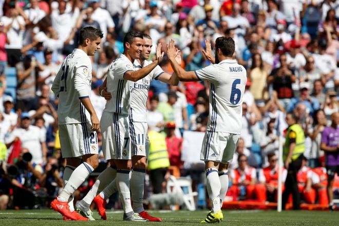 Ronaldo khai nong ngay tro lai, Real thang dam 5-2 hinh anh 11