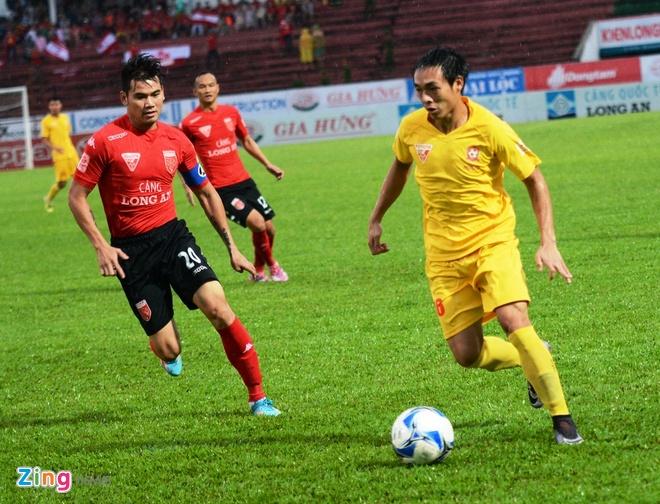 Quang Ninh vs Ha Noi T&T anh 12