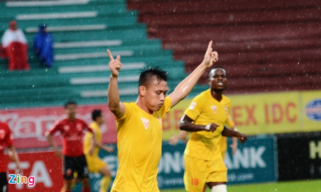 Quang Ninh vs Ha Noi T&T anh 8