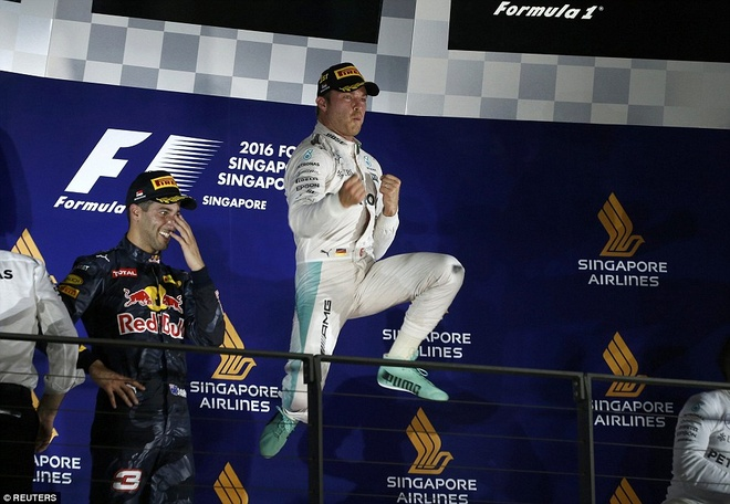 Rosberg dang quang, Hulkenberg dinh tai nan nat xe hinh anh 1