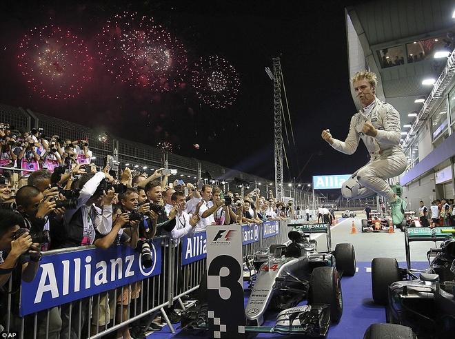 Rosberg dang quang, Hulkenberg dinh tai nan nat xe hinh anh 2