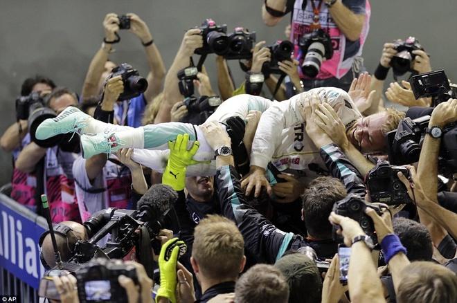 Rosberg dang quang, Hulkenberg dinh tai nan nat xe hinh anh 3