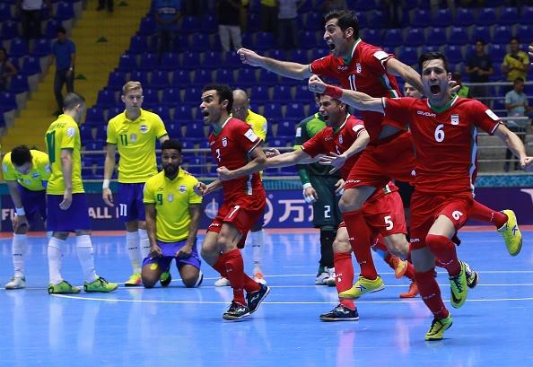Brazil thua soc Iran anh 1