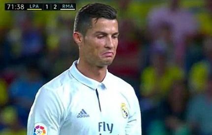 Ronaldo phan ung khi bi thay ra, Real lai mat diem hinh anh