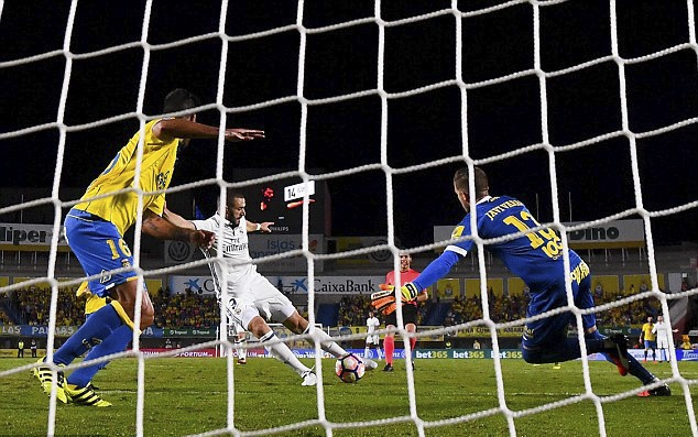 Ronaldo phan ung khi bi thay ra, Real lai mat diem hinh anh 9
