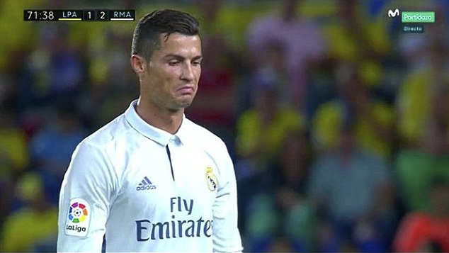 Ronaldo phan ung khi bi thay ra, Real lai mat diem hinh anh 5