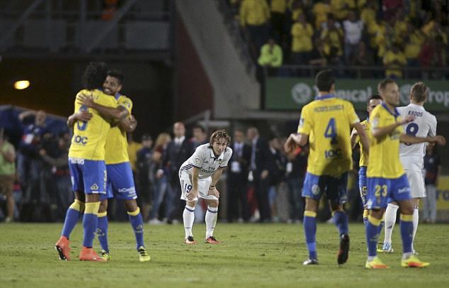 Ronaldo phan ung khi bi thay ra, Real lai mat diem hinh anh 12