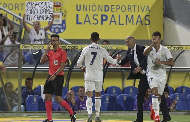 Ronaldo phan ung khi bi thay ra, Real lai mat diem hinh anh 6