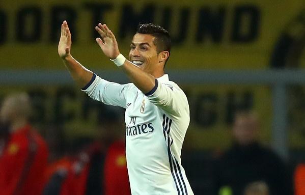 Ronaldo ghi ban, Real van chua the ha Dortmund hinh anh