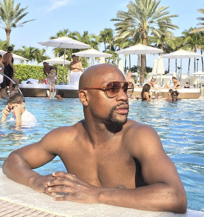 Mayweather nem tien trong show dien ca nhac hinh anh 5