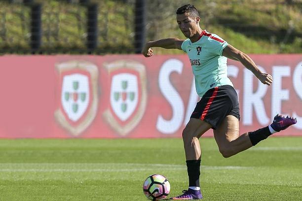 Ronaldo ghi ban tu cu rabona hinh anh