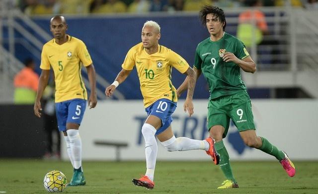 Neymar toa sang va do mau o chien thang 5-0 cua Brazil hinh anh 18