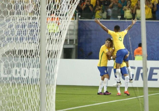 Neymar toa sang va do mau o chien thang 5-0 cua Brazil hinh anh 19