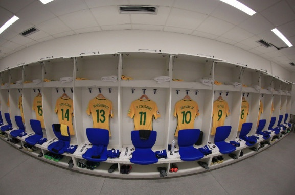 Neymar toa sang va do mau o chien thang 5-0 cua Brazil hinh anh 8