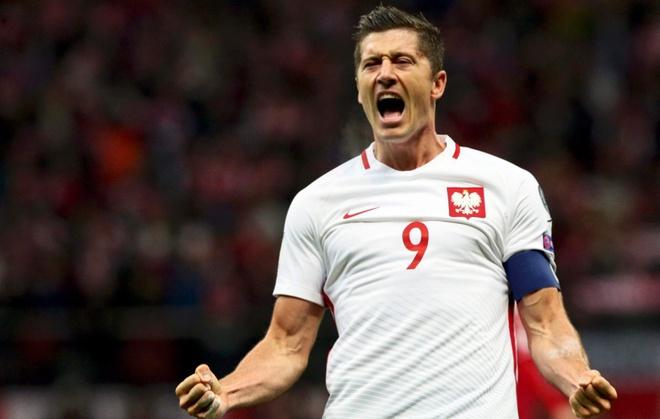 Lewandowski lap hat-trick giup Ba Lan ha Dan Mach 3-2 hinh anh