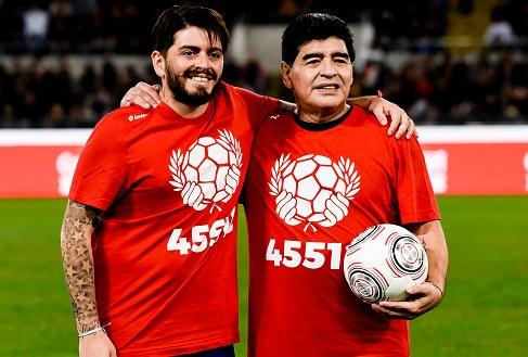 Maradona va con trai tranh tai o tran dau tu thien hinh anh