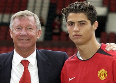 Cuu tuyen trach vien Arsenal ke chuyen mua hut Ronaldo hinh anh