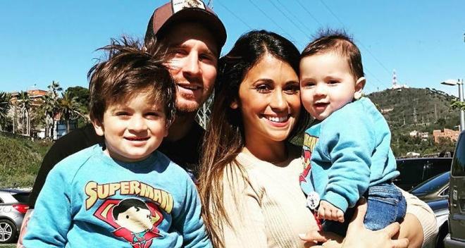 Messi du ngoan Disneyland trong ngay Barca thuc thu hinh anh 1